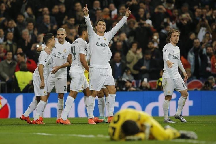 Cristiano Ronaldo consiguió uno de los goles del Real Madrid. (Foto Prensa Libre: EFE)