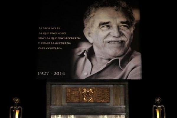 Escritor recibe homenaje en México.