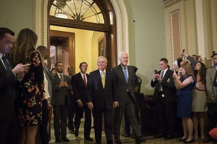 Senador John McCain viajará a Washington para votar reforma de salud