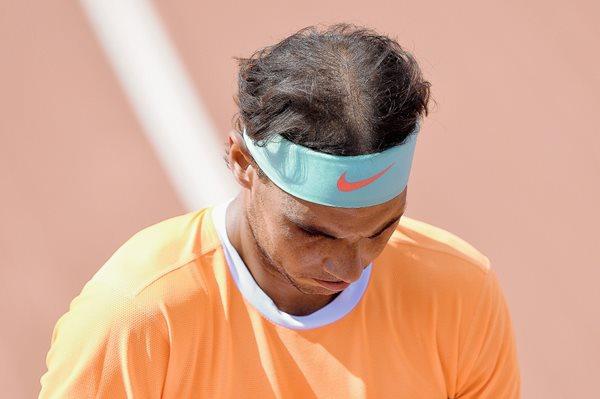 Rafael Nadal no puede evitar su tristeza luego de caer ante  Fabio Fognini. (Foto Prensa Libre. AFP).