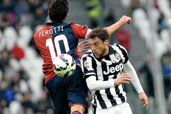 El jugador de la Selección Italiana y de Juventus Claudio Marchisio (d), no estará para el duelo ante Bulgaria por lesión. (Foto Prensa Libre: AP)