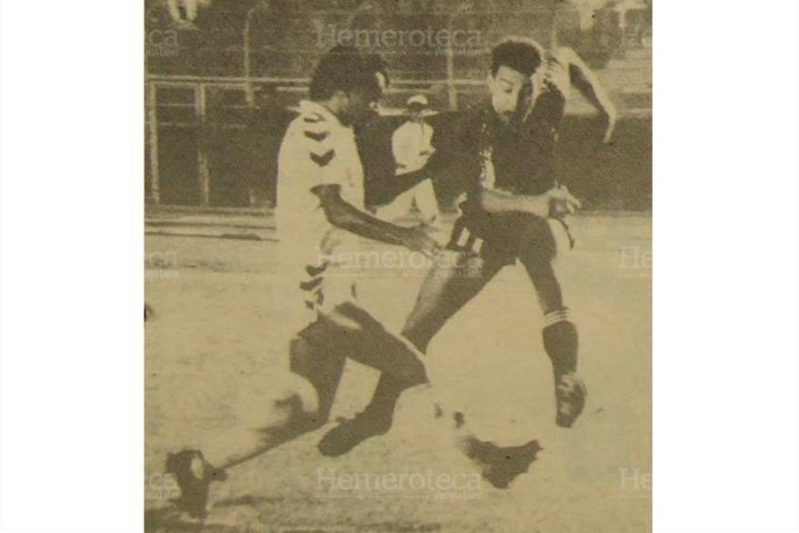 Independiente, campeón del futbol argentino, venció a la Selección Nacional con un solitario gol anotado a los 35 minutos por Osterrieth, 09/08/ 1989. (Foto: Hemeroteca PL)