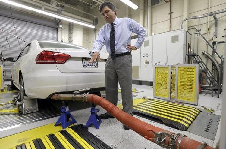 Desde el escándalo de emisiones de Volkswagen, hace dos años, cada vez se descubren más casos de vehículos que no respetan los límites de emisiones. (Foto Prensa Libre: AP)