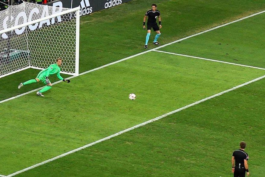 Así cobró el penalti Antoine Griezmann. (Foto Prensa Libre: EFE)