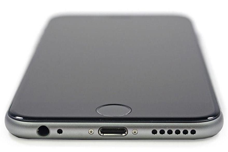 Las primeras imágenes de iPhone 6 con la nueva batería muestran los cambios cosméticos en la parte de atrás del aparato. (Foto Prensa Libre: Tomada de http://www.telegraph.co.uk/).