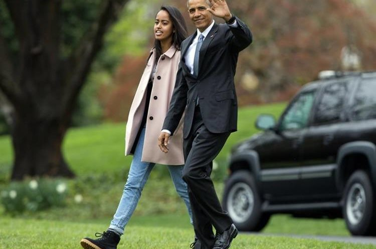 President Barack Obama and his daughter Malia, walk across the South Lawn of the White House in Washington before boarding Marine One helicopter for the short flight to Andrews Air Force Base, Thursday, April 7, 2016. Obama is traveling to Chicago and then onto the west coast for a series of Democratic fundraisers before returning to Washington this weekend. (AP Photo/Pablo Martinez Monsivais)
