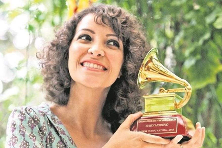 Gaby Moreno se convirtió en la primera connacional en recibir un galardón que otorga la Academia Latina de la Grabación. (Foto Prensa Libre: Keneth Cruz)