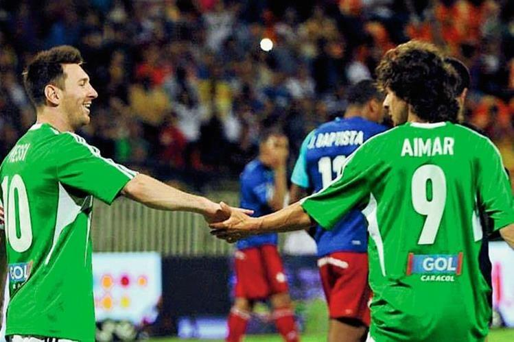Para Messi Aimar era su ídolo en el futbol. (Foto Prensa Libre: Facebook Messi)