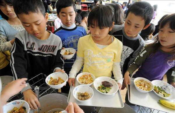 El helado de besugo como un nuevo postre busca animar a los niños a comer pescado. (Foto Prensa Libre: EFE)