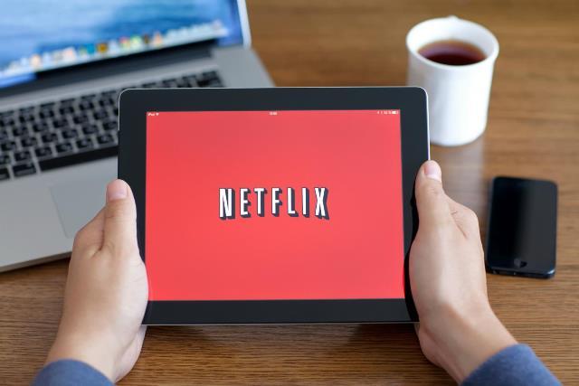 Millones de usuarios de Netflix acceden a su contenido a través de dispositivos móviles como tablets. (Foto Prensa Libre: streamingobserver.com).