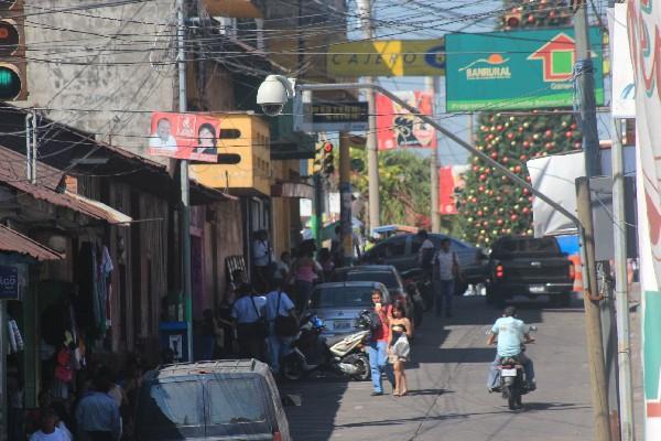 vecinos de Santa Lucía Cotzumalguapa, Escuintla, se quejan de constantes robos, pese a las cámaras de vigilancia.
