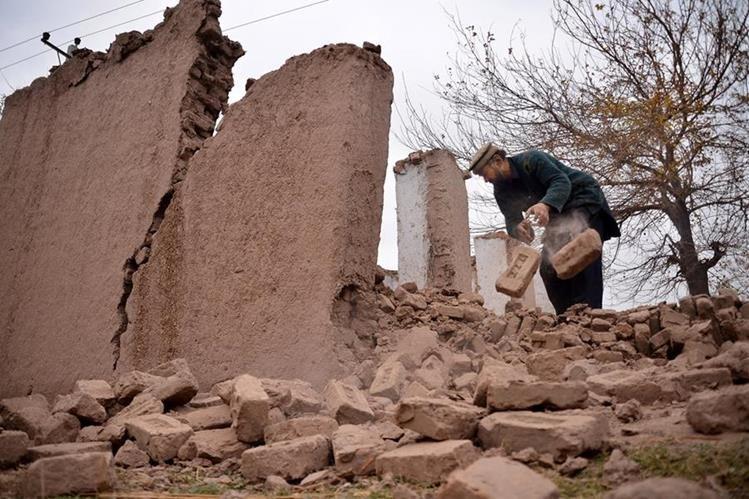 Terremoto deja al menos cuatro muertos y decenas de heridos en Pakistán y Afganistán. (AP)