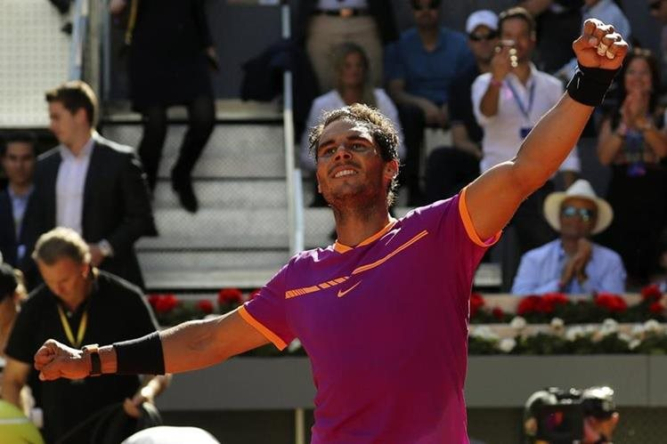 Nadal logró derrotar a Djokovic después de tres años. (Foto Prensa Libre: EFE)