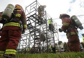Rescatistas muestran sus habilidades en parque Érick Barrondo, zona 7.