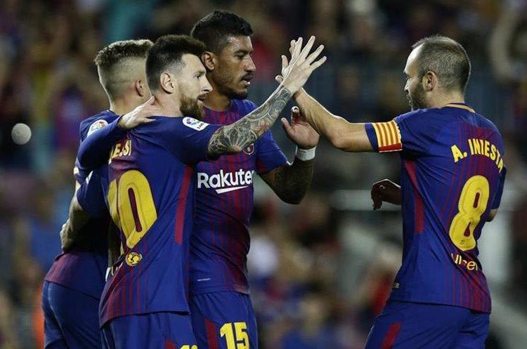 Los jugadores de Barcelona celebran el 1-0 anotado por Messi.