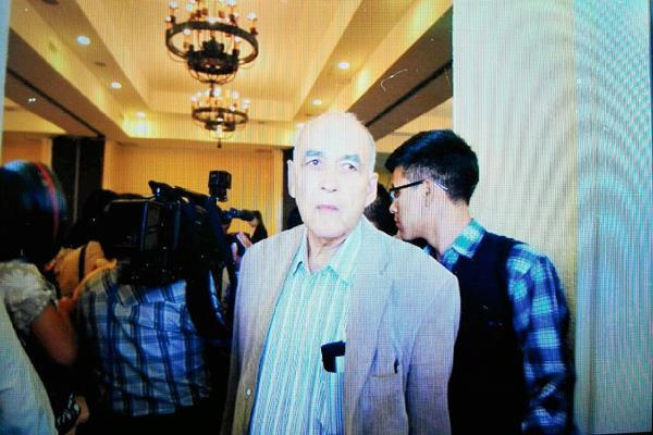 Julio Mora, suegro de Juan Carlos Monzón, asisitió a una actividad pública y aseguró que desconoce el paradero de su fmiliar. (Foto Prensa Libre: Edwin Bercián)