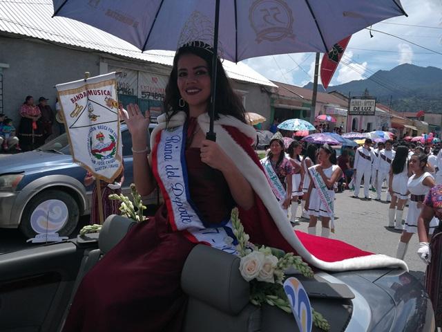 Tradicional desfile de carrozas en Quetzaltenango, por la Fiesta de la Independencia. (Foto Prensa Libre: Fred Rivera)