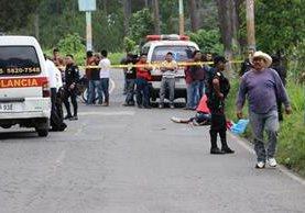 En el lugar del ataque armado murió el pasajero Daniel Antonio Salazar Mendoza, de 31 años, quien fue identificado por una familiar. (Foto Prensa Libre:)
