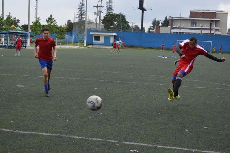 José Manuel Morales, izquierda, participa de la pretemporada con Deportivo Mixco. (Foto Prensa Libre: Tomada de Facebook de Deportivo Mixco)