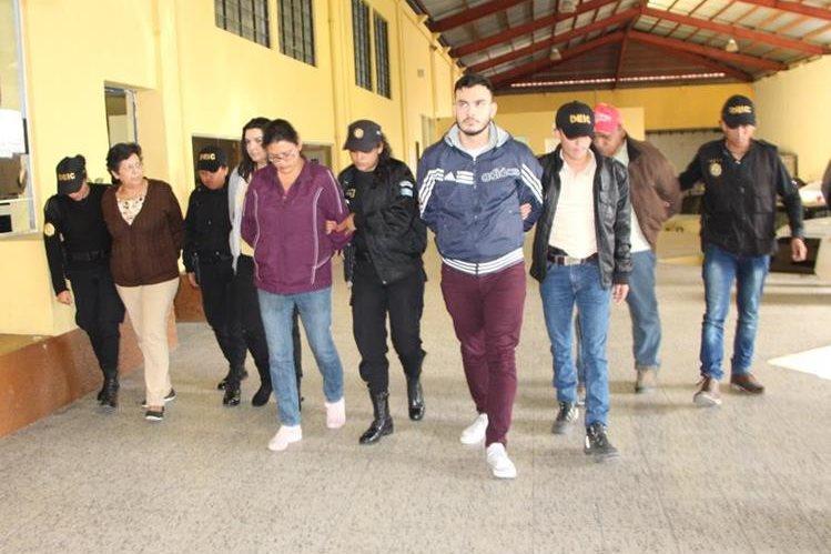 Cinco personas fueron detenidas por el Ministerio Público y la Policía Nacional Civil en allanamientos por casos de corrupción en la Federación de Tiro. (Foto Prensa Libre: PNC)