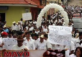Vecinos marchan en Mataquescuintla.