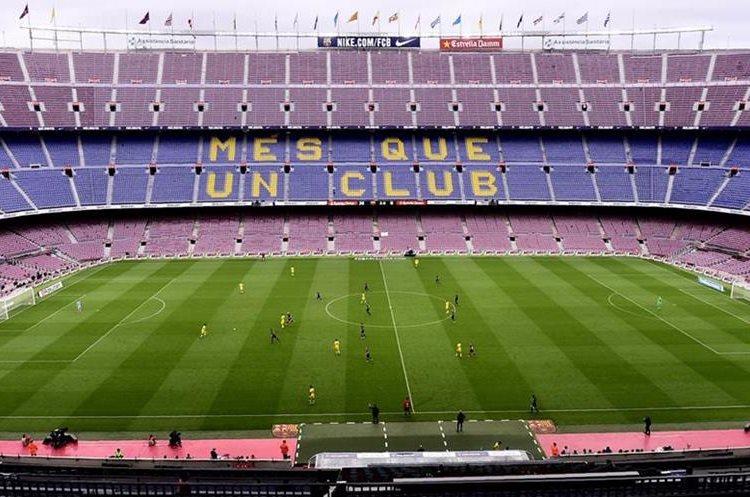 Así lució el Camp Nou en el partido entre el FC Barcelona y Las Palmas, decidieron jugar a puerta cerrada como señal de protesta. (Foto Prensa Libre: AFP)