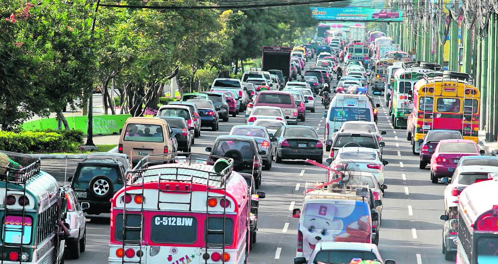 La Sat informó que 2 millones 85 mil 977 automotores no ha pagado el impuesto de circulación lo que equivale al 68% del parque vehicular. (Foto Prensa Libre: Hemeroteca PL)