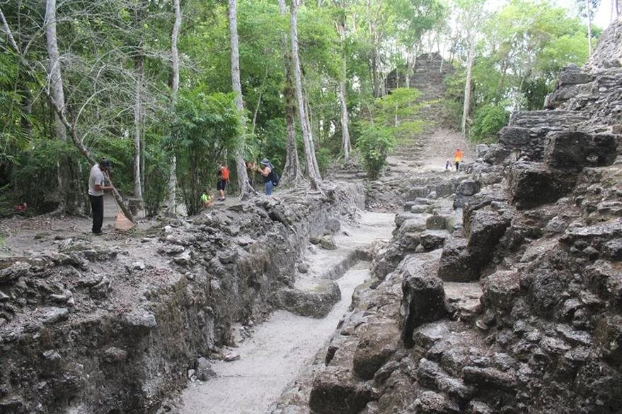 El sitio es una ciudad maya que está muy bien conservada y está rodeada por tres mil 500 metros cuadrados de bosque. (Foto Prensa Libre: Rigoberto Escobar)