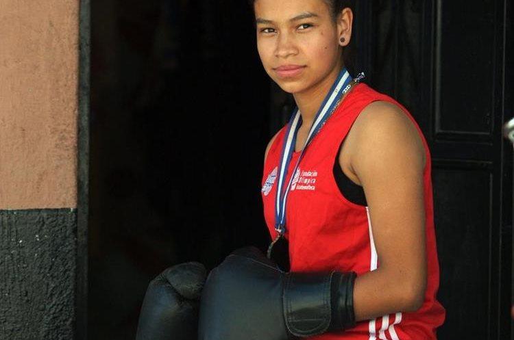 La chica entrena todos los días, en ocasiones, a doble turno. (Foto Prensa Libre: Jeniffer Gómez)