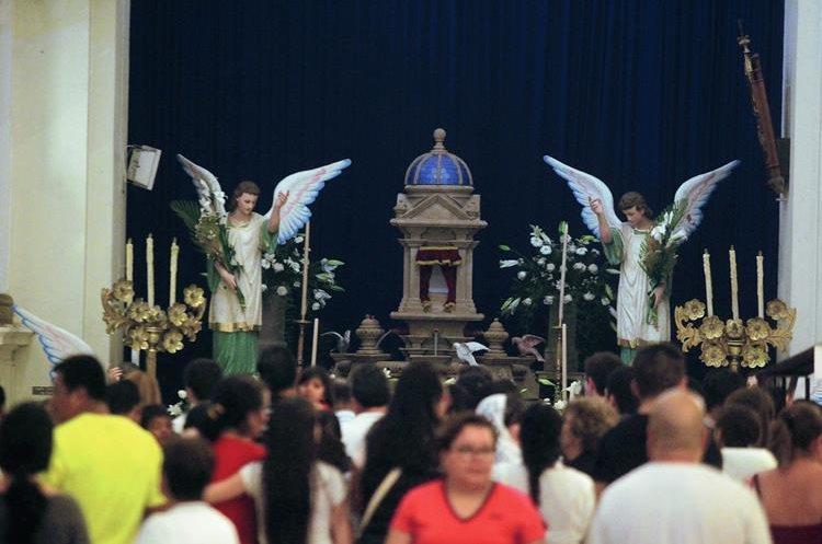 El Jueves Santo se  visitan los siete sagrarios. (Foto Prensa Libre: Edwin Bercián)