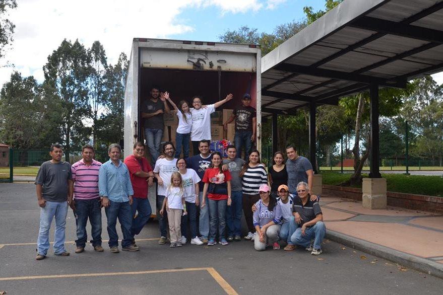 """Familias apoyaron en 2014 el proyecto """"Caja del amor"""". ( Foto Prensa Libre: Mauricio Betancourt)"""