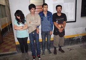 Los cuatro capturados en Santa Elena, Flores, Petén, tenían Q1 mil 87 en billetes falsos. (Foto Prensa Libre: Manuel Romero)