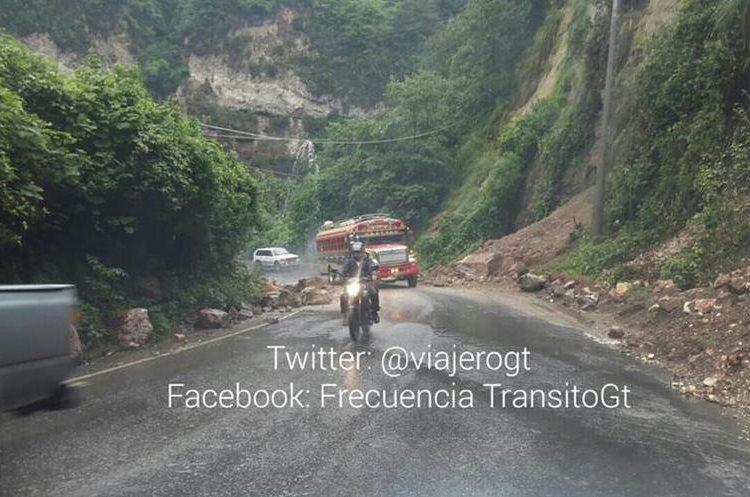 Derrumbe obstruye el paso en ruta Cito Zarco. (Foto Prensa Libre: @viajerogt)