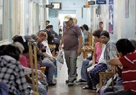 Unas mil 500 personas dejarán de ser atendidas por día en la Consulta Externa del Hospital Roosevelt. (Foto Prensa Libre: Hemeroteca PL)