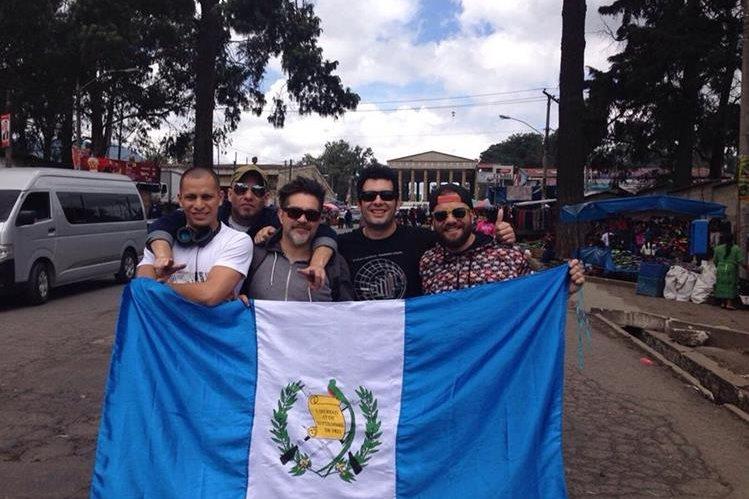 "La banda nacional Bohemia Suburbana dice: ""Guate estamos conscientes"". (Foto Prensa Libre: Cortesía Bohemia Suburbana)"
