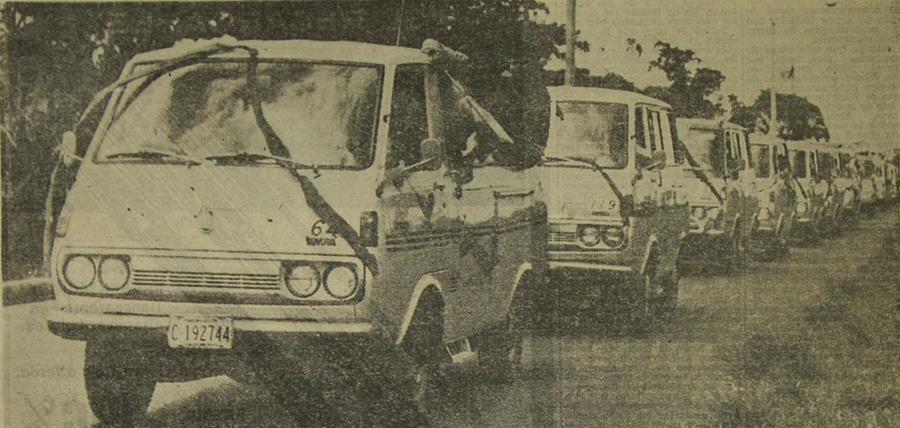 Desfile de II aniversario de Microtax, en 1976. (Foto: Hemeroteca PL)