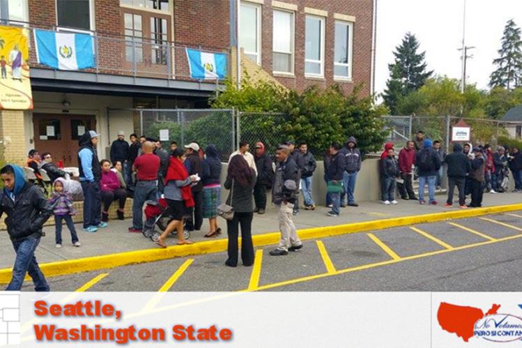 """Decenas de migrantes llegaron desde tempranas horas al centro de votación en Seattle, Washington. (Foto Prensa Libre: Cortesía movimiento """"No votamos pero si contamos"""")."""