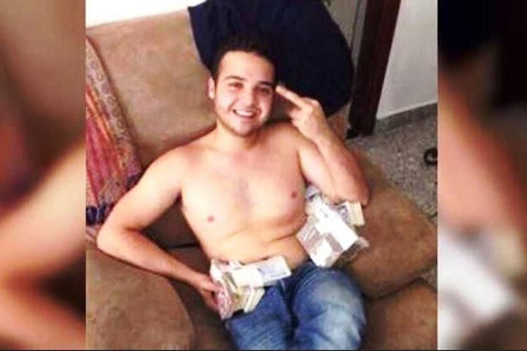 dinero escoltas desnudo