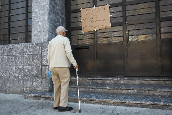 La población no tuvo acceso al Archivo General de Centro América y la Biblioteca Central.