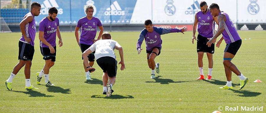 Cristiano, Coentrao y Benzema durante la practica de este martes del Real Madrid. (Foto Prensa Libre: Real Madrid).