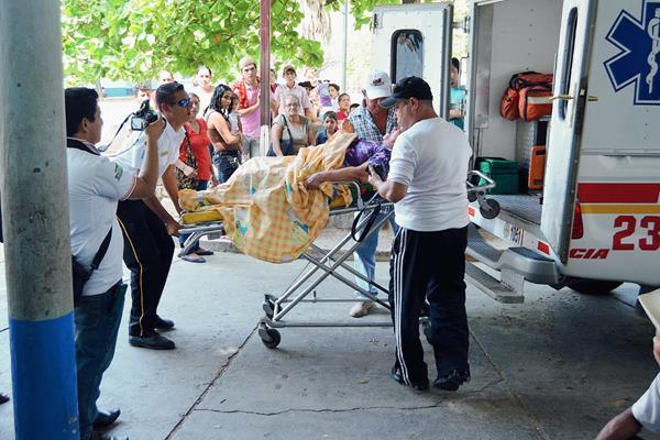 Las personas picadas fueron llevadas al Hospital Regional de Zacapa. (Foto Prensa Libre: Víctor Gómez)