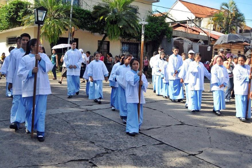 Niños y jóvenes participan en festejos de la Iglesia Católica en Coatepeque, Quetzaltenango. (Foto Prensa Libre: Alexánder Coyoy)
