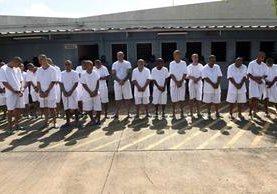 Pandilleros en la prisión de Zacatecoluca. Las maras son las principales responsables de los homicidios en El Salvador. (Foto Prensa Libre: AFP).