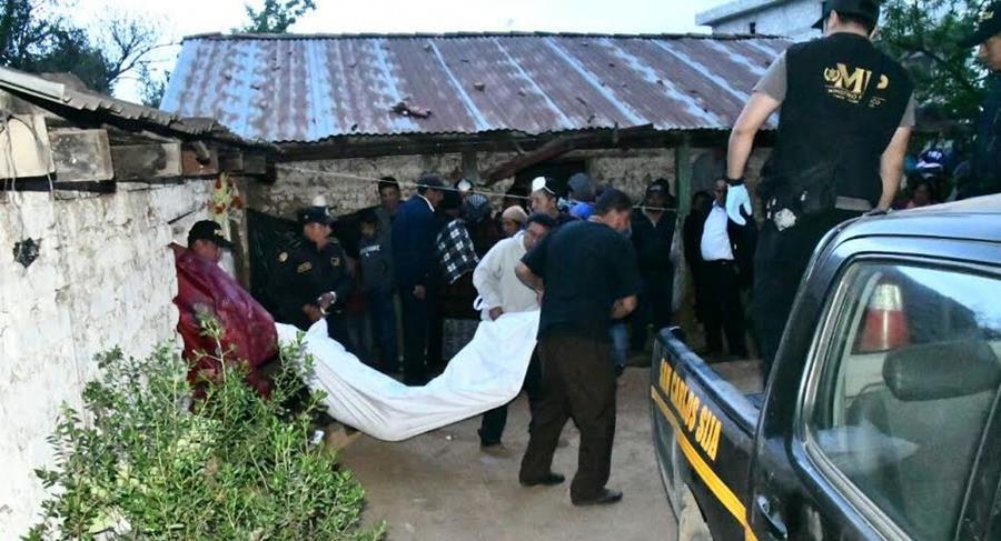 El MP Investiga la muerte de una madre y sus dos hijos, quienes fueron encontrados en su vivienda la tarde del pasado sábado en el caserío Los Cerritos. (Foto Prensa Libre: Hemeroteca)