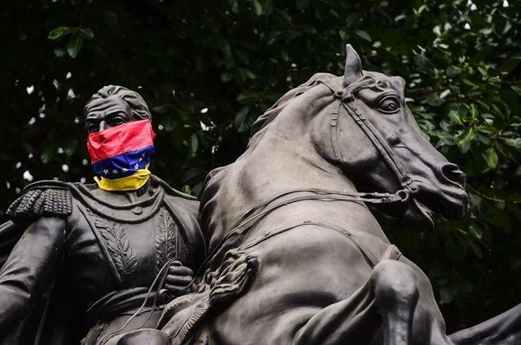Reprimen a civiles que salieron a apoyar el levantamiento militar — Venezuela