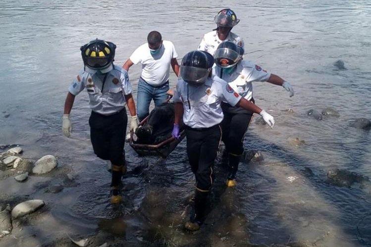 El cadáver de Margarito Hernández fue localizado en el río Motagua, aldea El Espíritu Santo, El Jícaro, El Progreso. (Foto Prensa Libre: Héctor Contreras)