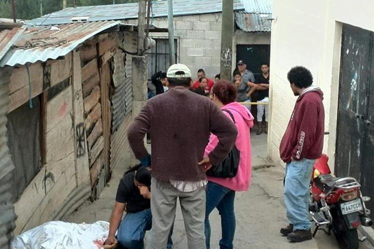 Diego Armando Dimas Mendoza, de 25 años, murió baleado en la 33 avenida y 9a calle del asentamiento Las Champas, en la colonia Paraíso 2, zona 18. Foto Prensa Libre: E. Paredes