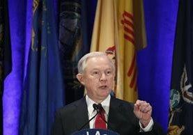 Jeff Sessions habla con la prensa tras ser confirmado en el cargo por el Senado. (AP).