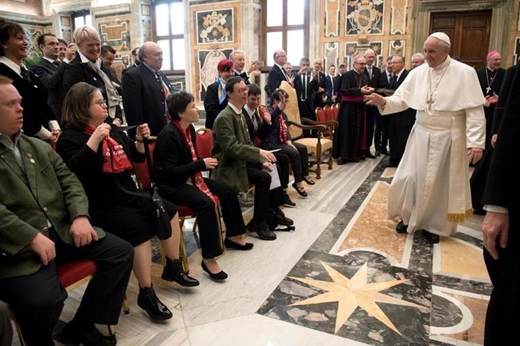 El Papa recibió a una delegación de los Juegos mundiales invernales de 'Special Olympics International'. (Foto Prensa Libre: AFP)