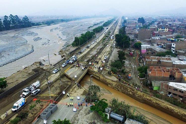 Vista aérea del río Huaycoloro luego de que se desbordara en San Juan de Lurigancho,Perú. (EFE).